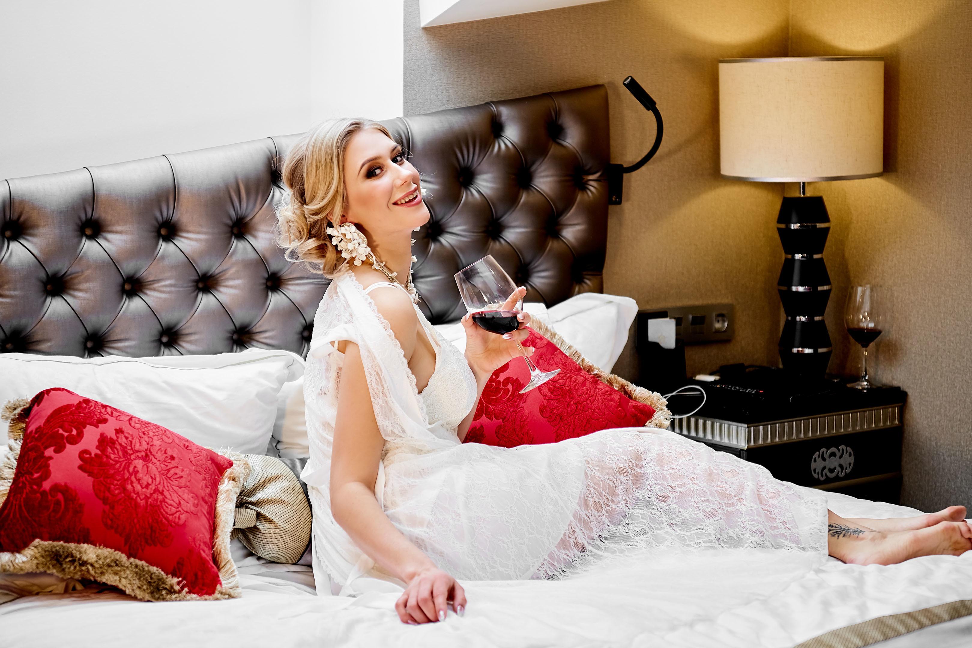 Совместное утро жениха и невесты в отеле