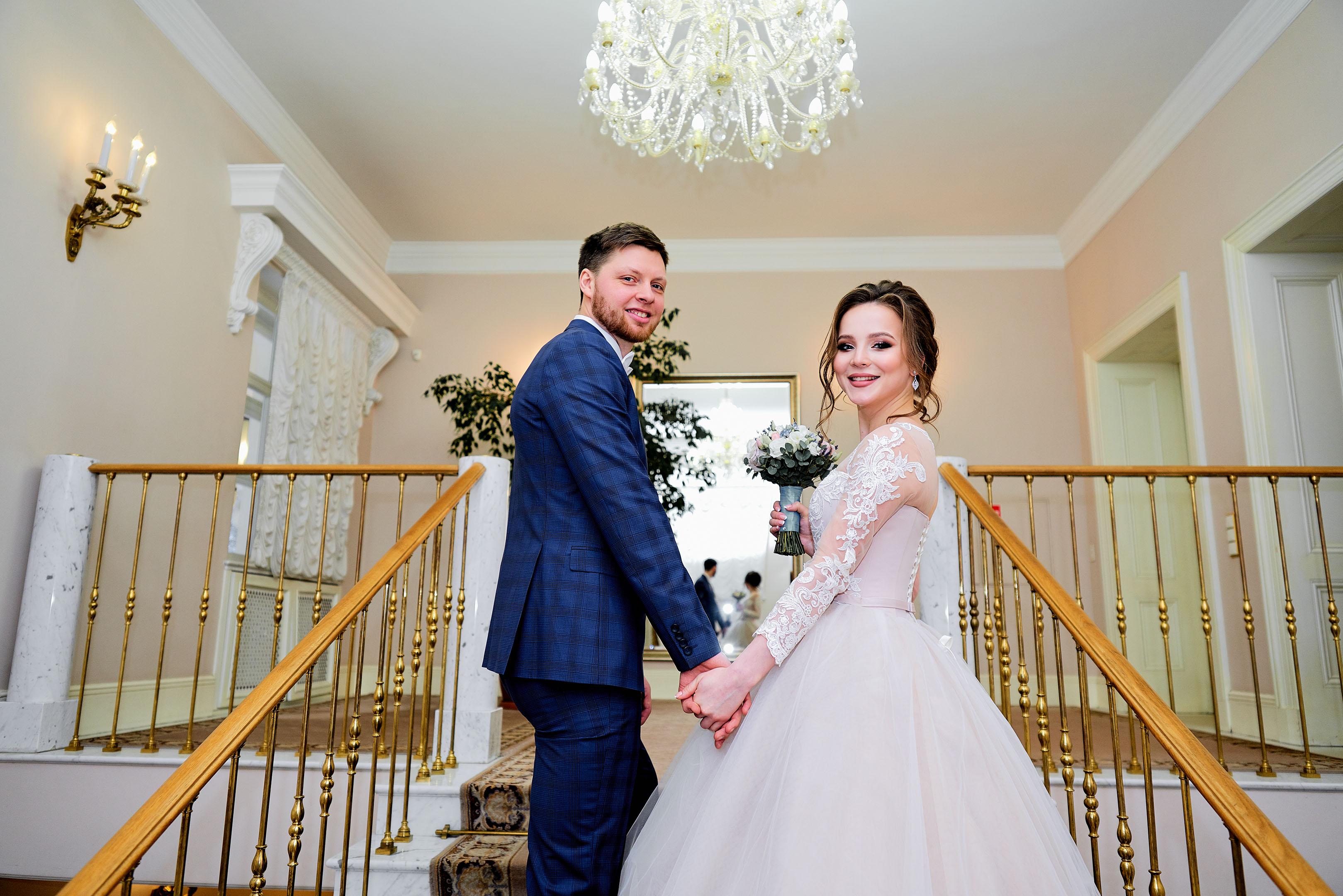 Фотосессия на главной лестнице, Дворец Бракосочетания №3, свадебный фотограф в Пушкине