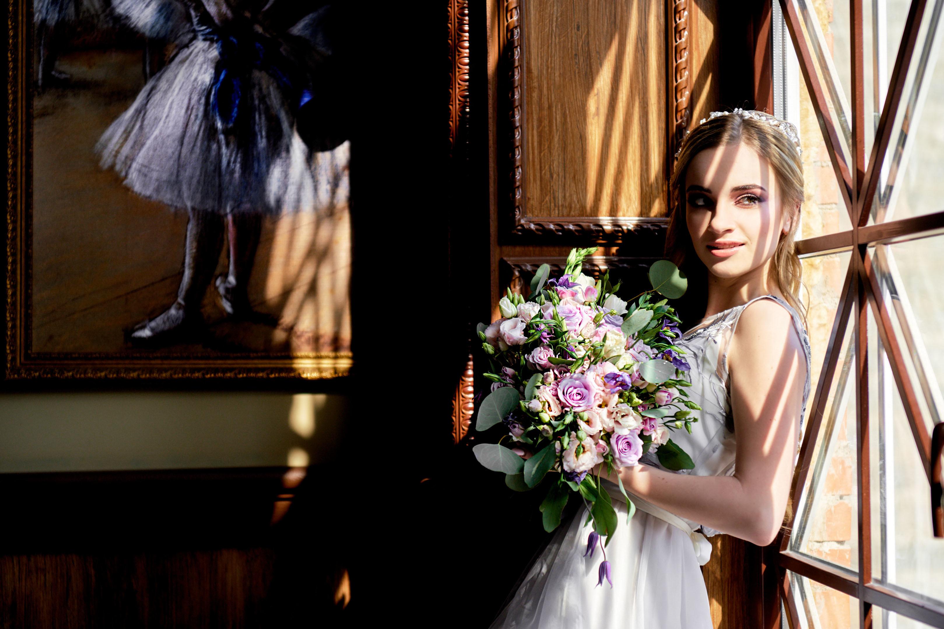 Свадебная фотосессия в фотостудии, букет невесты, свадебный фотограф спб
