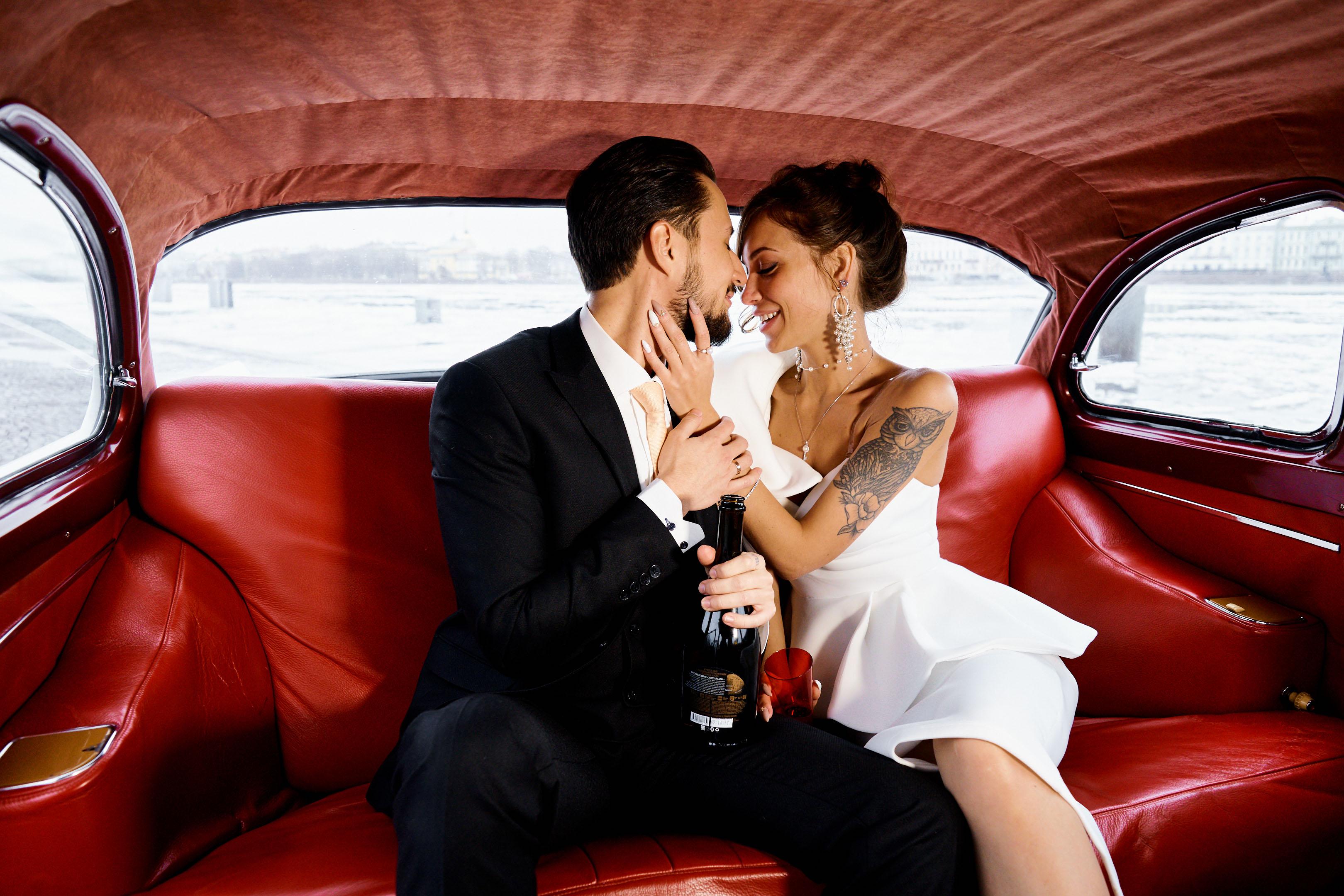 Свадебная фотосессия в автомобиле