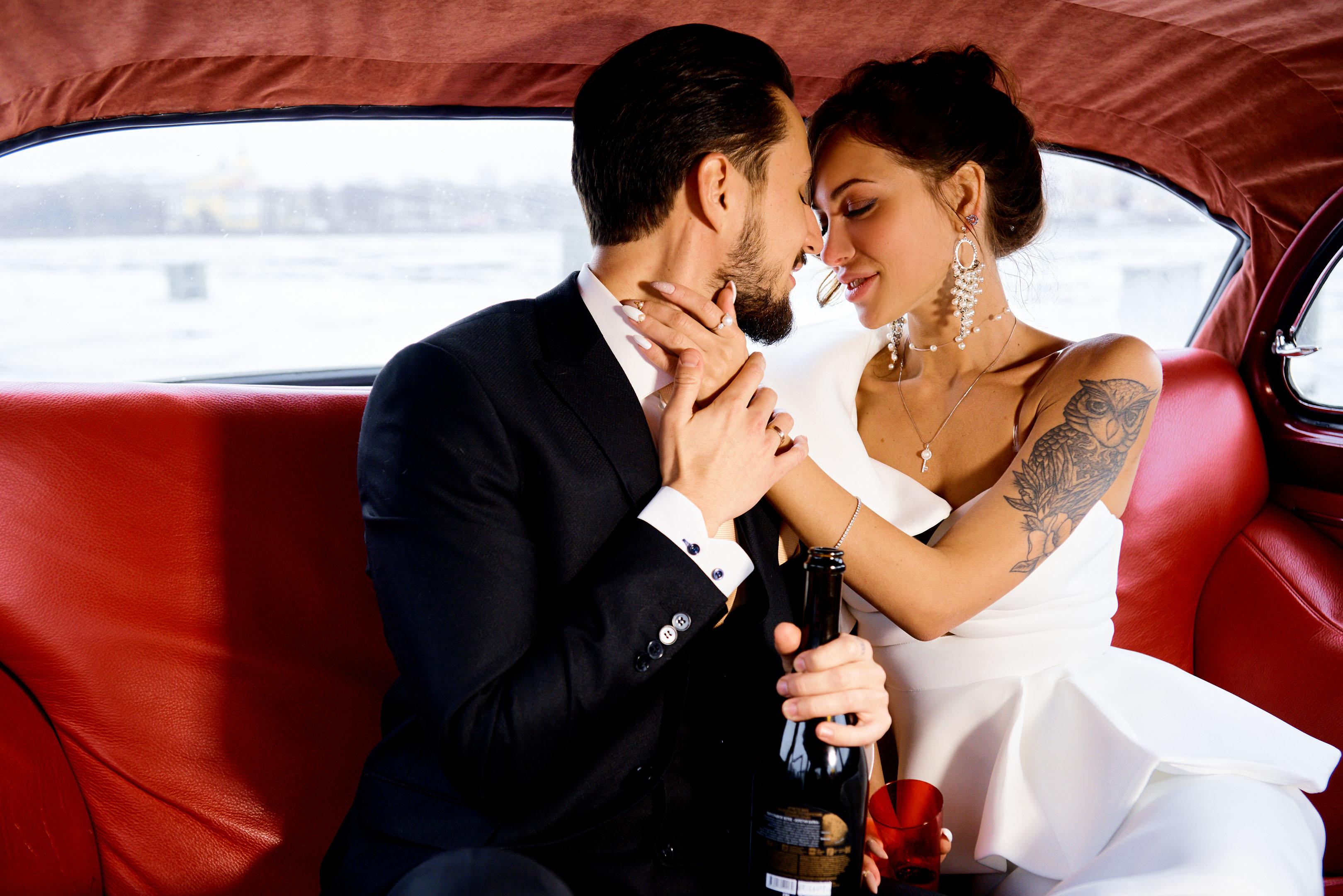 Свадебная фотосессия с ретро автомобилем