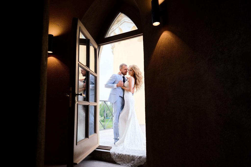 Свадебная фотосессия в отеле Замок БИП. Свадебный фотограф Пушкин